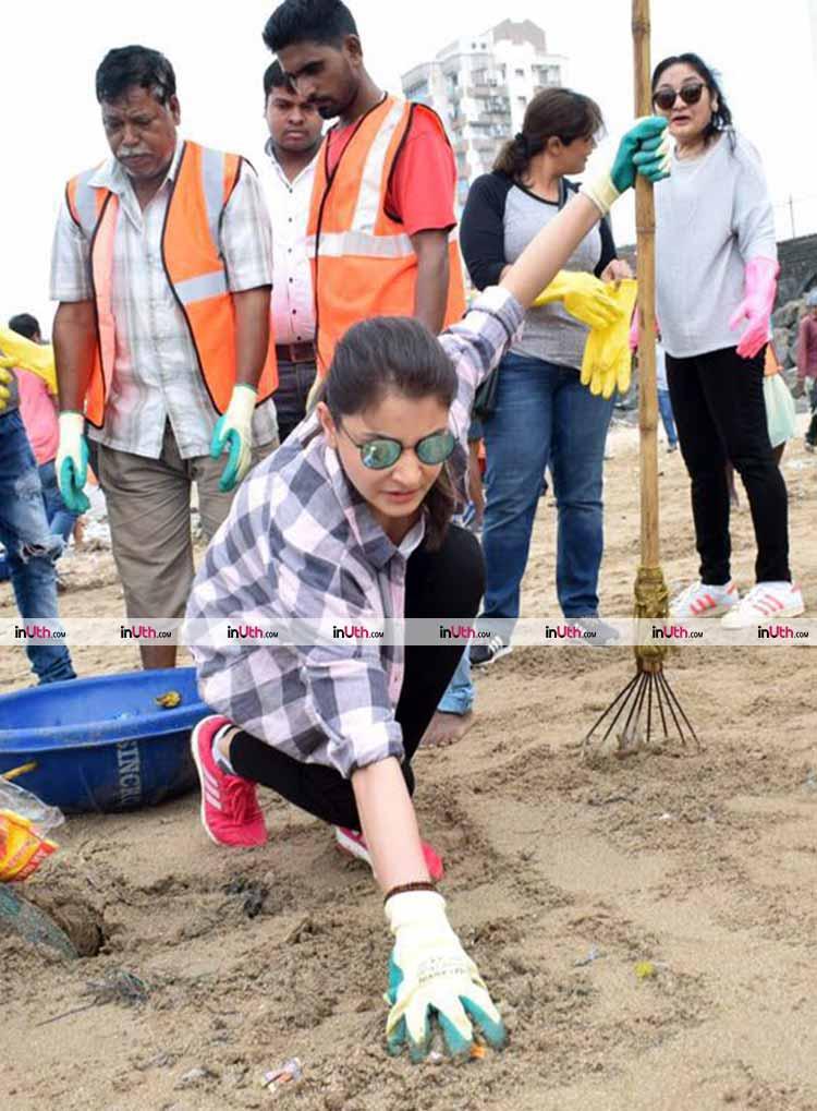 Anushka Sharma spotted at the Versova beach
