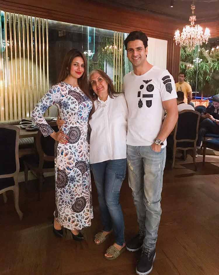 Divyanka Tripathi and Vivek Dahiya with Veena Sikcand