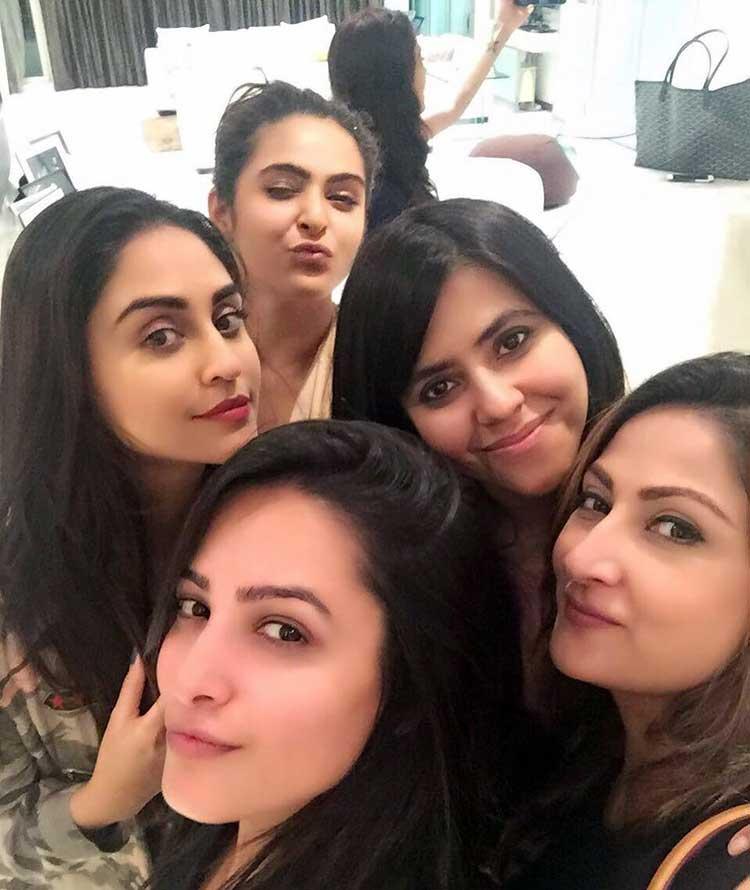 Ekta Kapoor parties with Urvashi Dholakia and Anita Hassanandani
