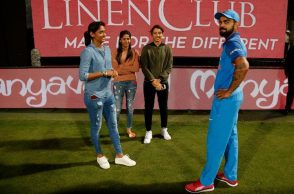 Virat Kohli, Women cricket team, Harmanpreet Kaur, Smriti Mandhana, India vs Australia 4th ODI, Bengaluru ODI< KOhli meets women cricketers