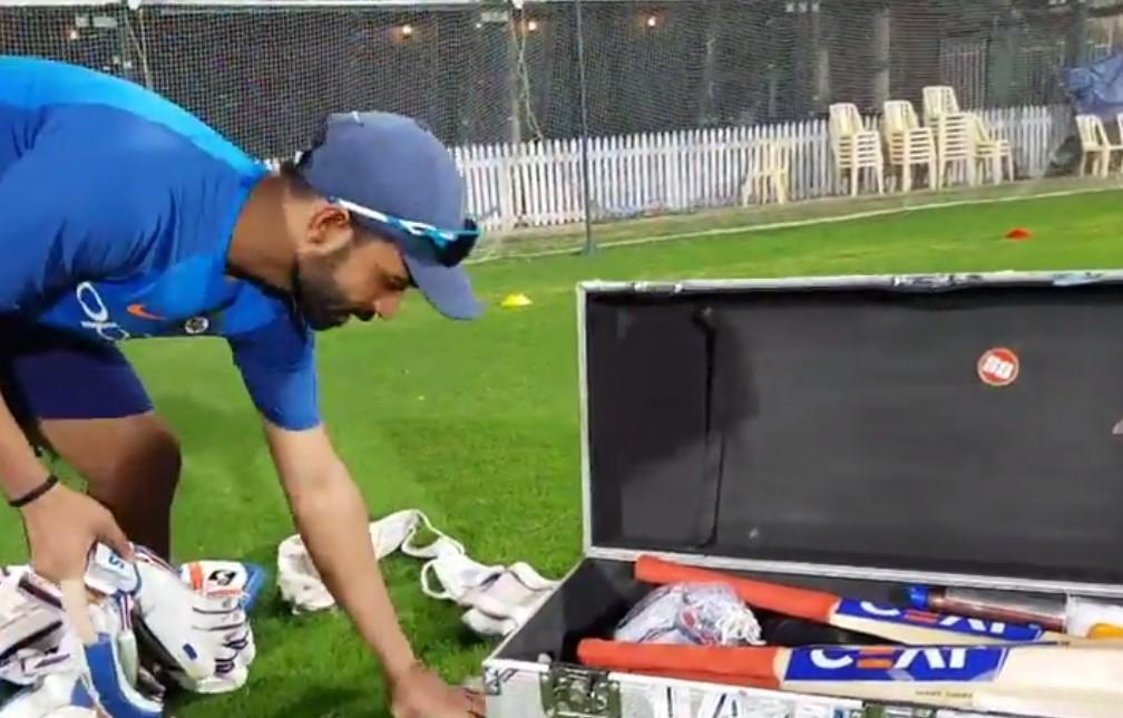 Glenn Maxwell's Outstanding One-Handed Catch To Dismiss Virat Kohli