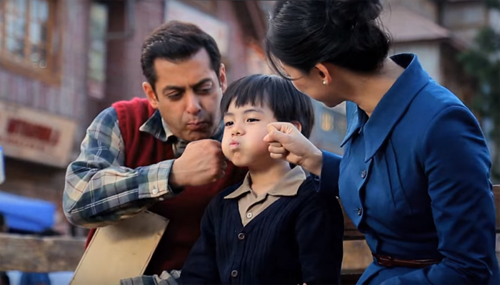 Salman Khan with MAtin Rey Tangu and Zhu Zhu in Tubelight