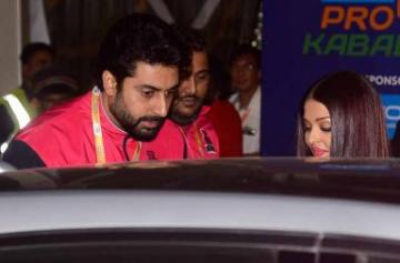 Pro Kabaddi 2017: Abhishek-Aishwarya cheer for Jaipur Pink Panthers