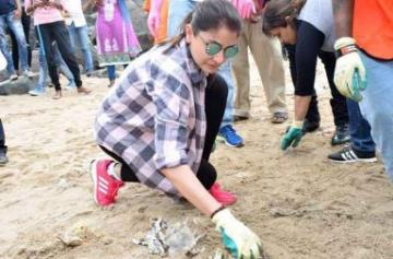 Anushka Sharma joins the Swachh Bharat Mission photo