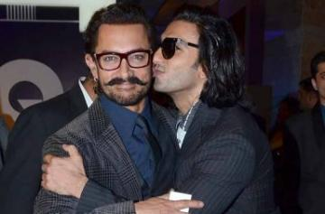 Ranveer Singh's star-struck moments from an award event photo