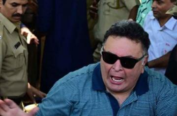 In Pics: Rishi Kapoor loses cool during Ganpati Visarjan
