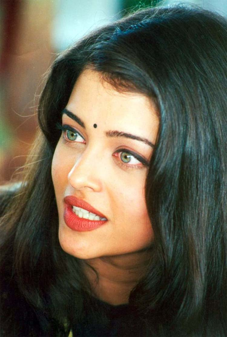 Aishwarya Rai's green eyes will drown you into them