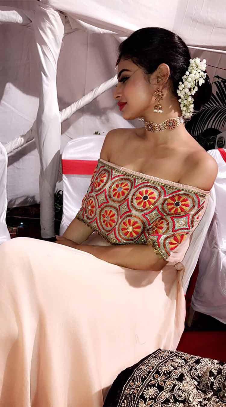 Mouni Roy looks beautiful in her Diwali attire