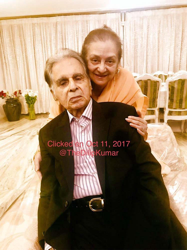 Saira Banu with Dilip Kumar on their wedding anniversary