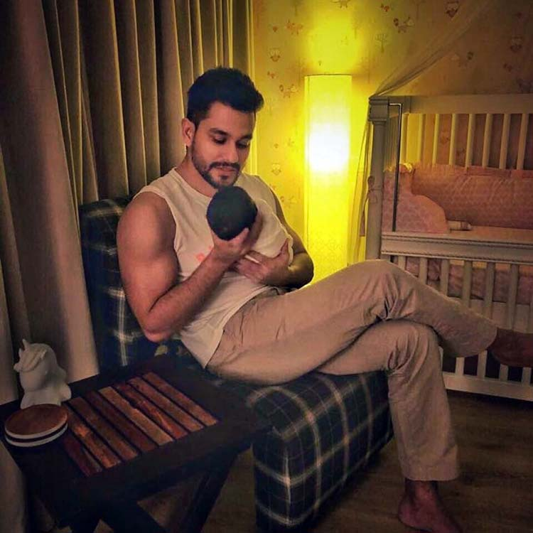 Soha Ali Khan shares the first pic of Kunal Khemu with daughter