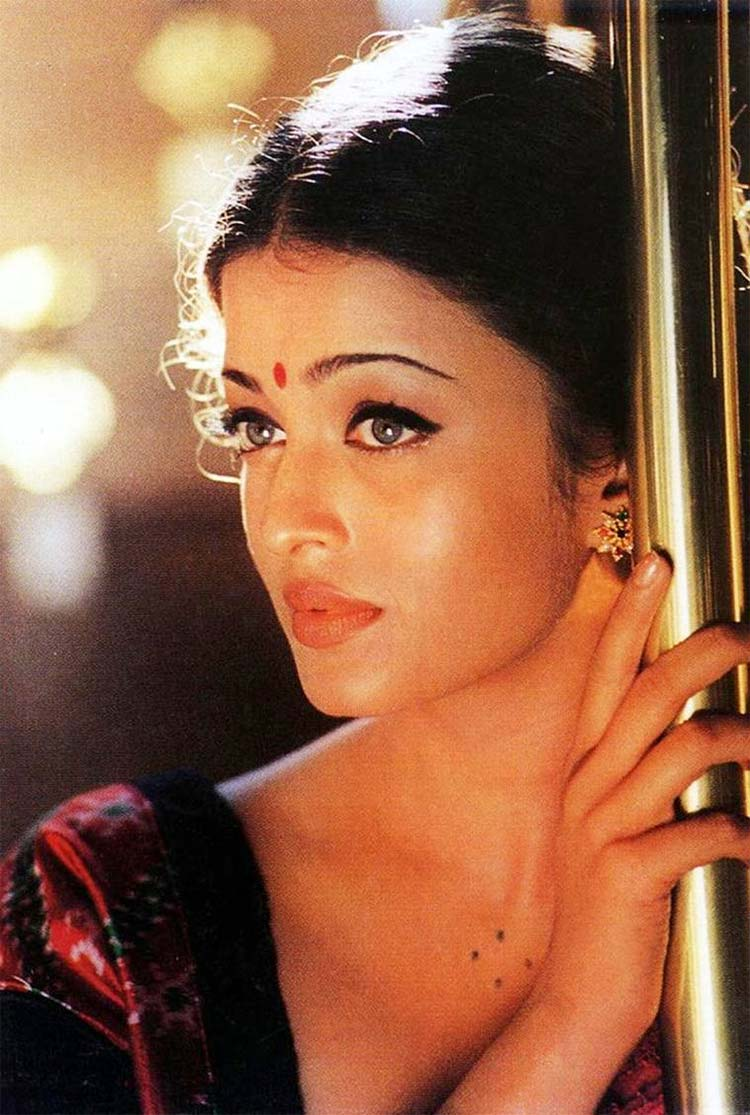 Aishwarya Rai exuberates immense beauty from her personality