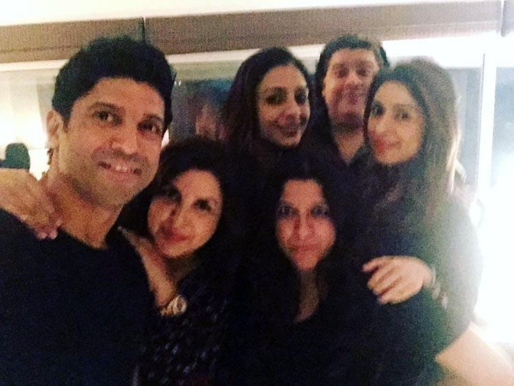 Farhan Akhtar clicks a selfie with friends