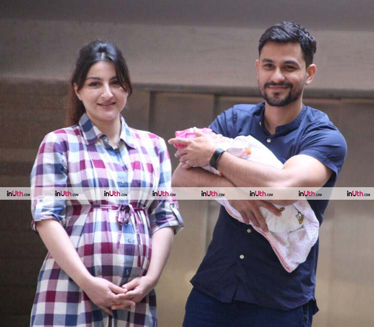 Soha Ali Khan and Kunal Khemu with their daughter