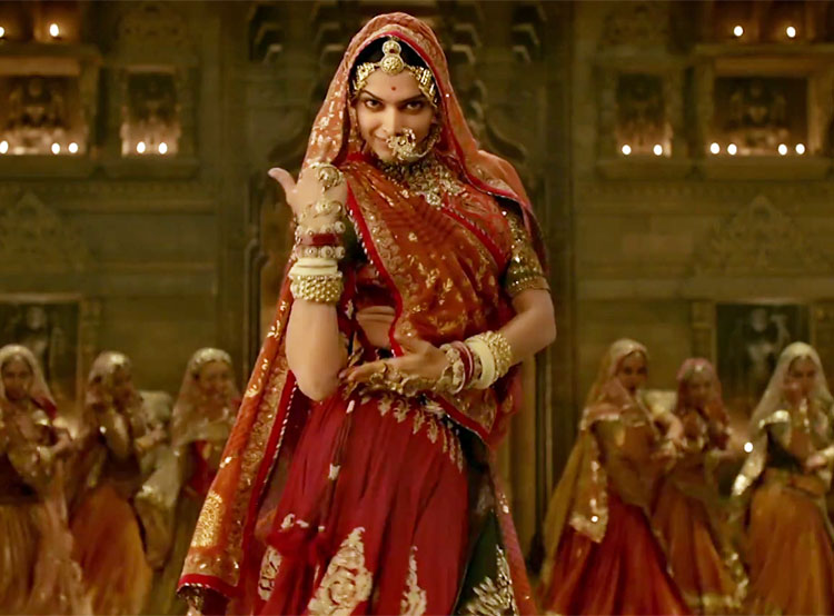 Deepika Padukone's perfect Ghoomar moves will leave you smitten