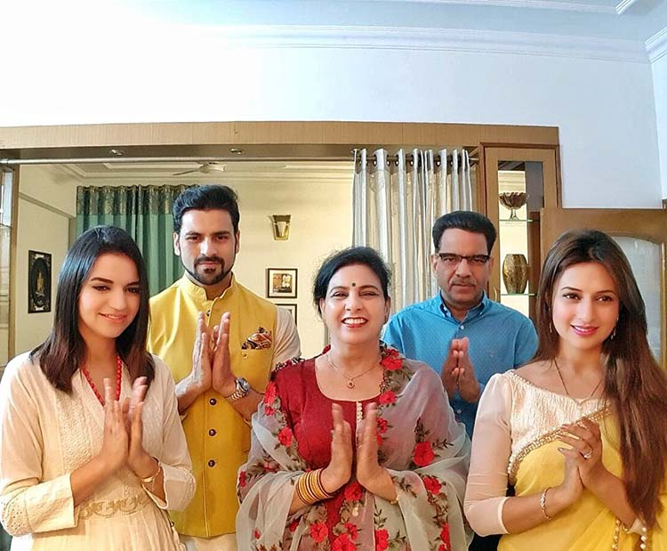 77f2a03ba Divyanka Tripathi and Vivek Dahiya's Diwali celebrations – InUth