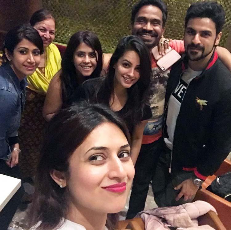 Divyanka Tripathi's selfie with her YHM clan
