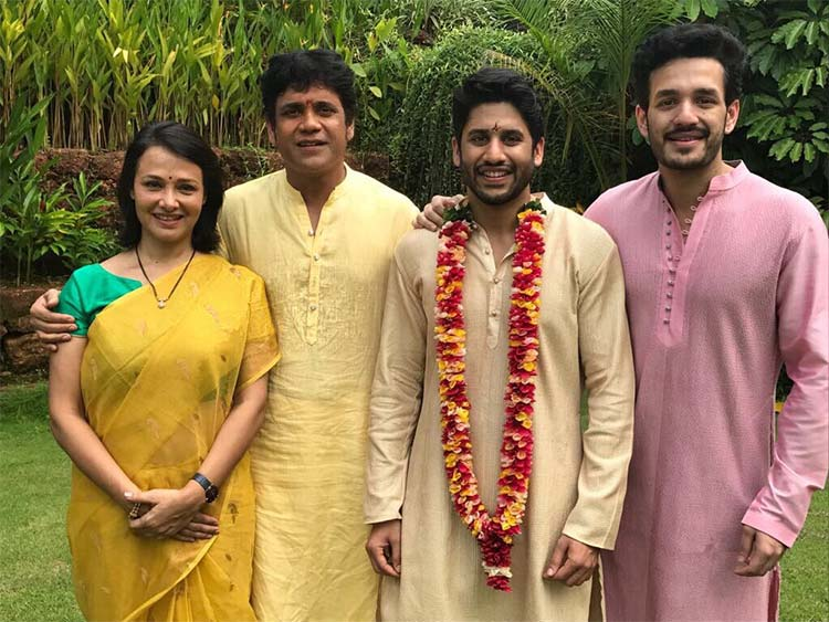 Groom Naga Chaitanya posing with his family members