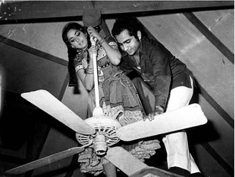 Hema Malini climbing on the fan for Seeta Aur Geeta