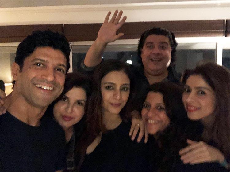 Sajid Khan photobombing the perfect selfie