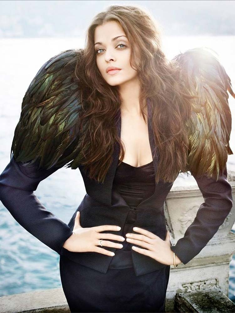 Aishwarya Rai looks angelic in this pic