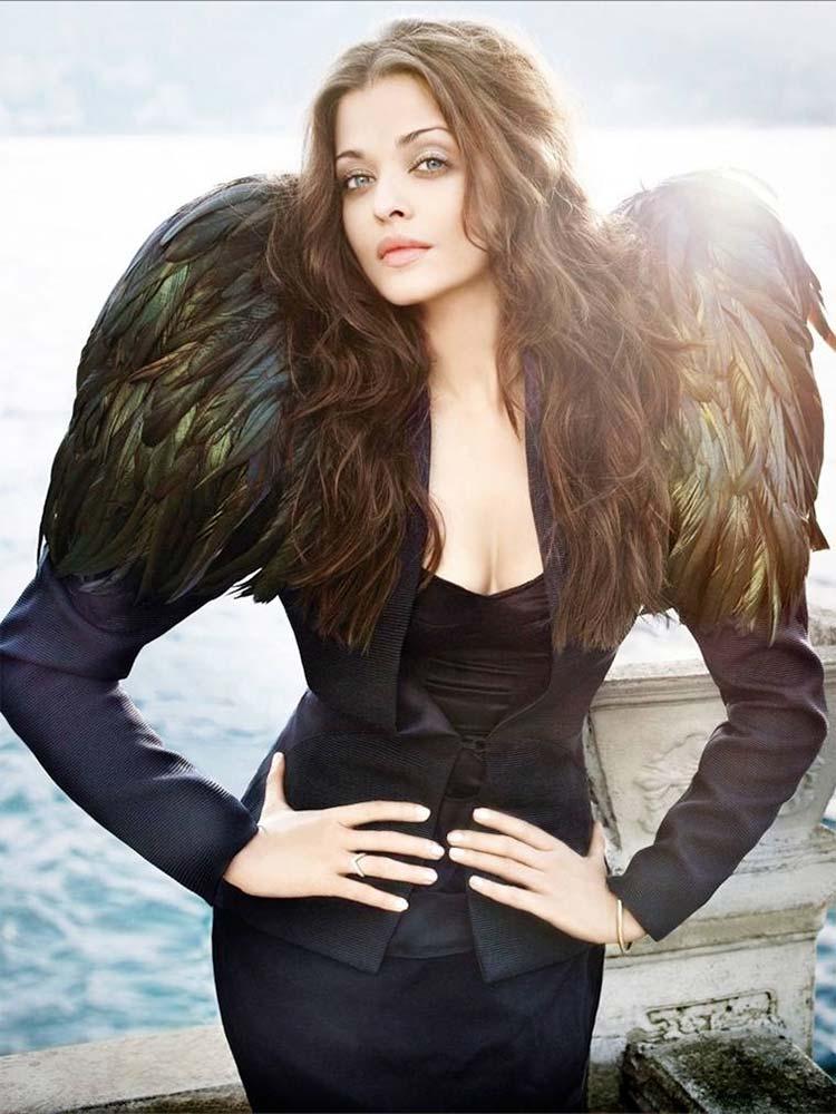 Aishwarya Rai looks angelic in this pic