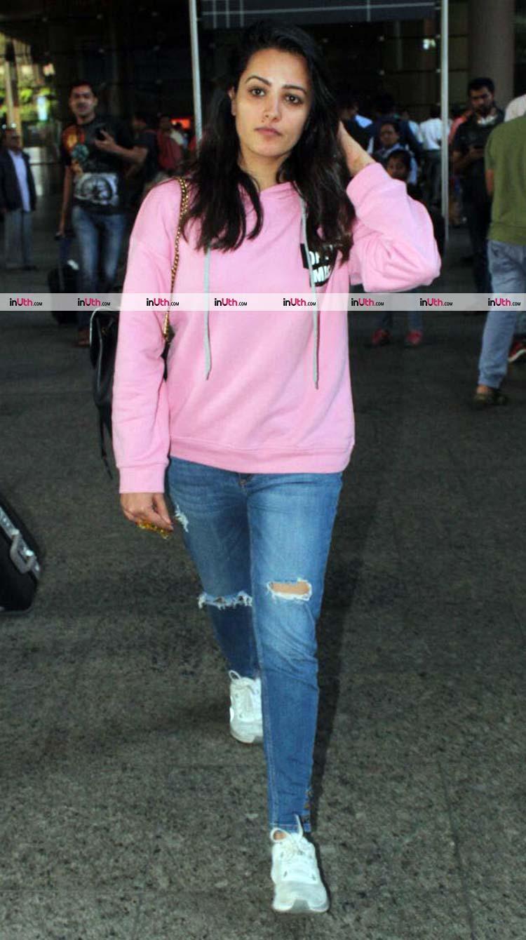 Anita Hassanandani return to Mumbai from Budapest