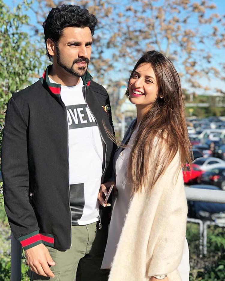 Divyanka Tripathi with Vivek Dahiya at Budapest airport