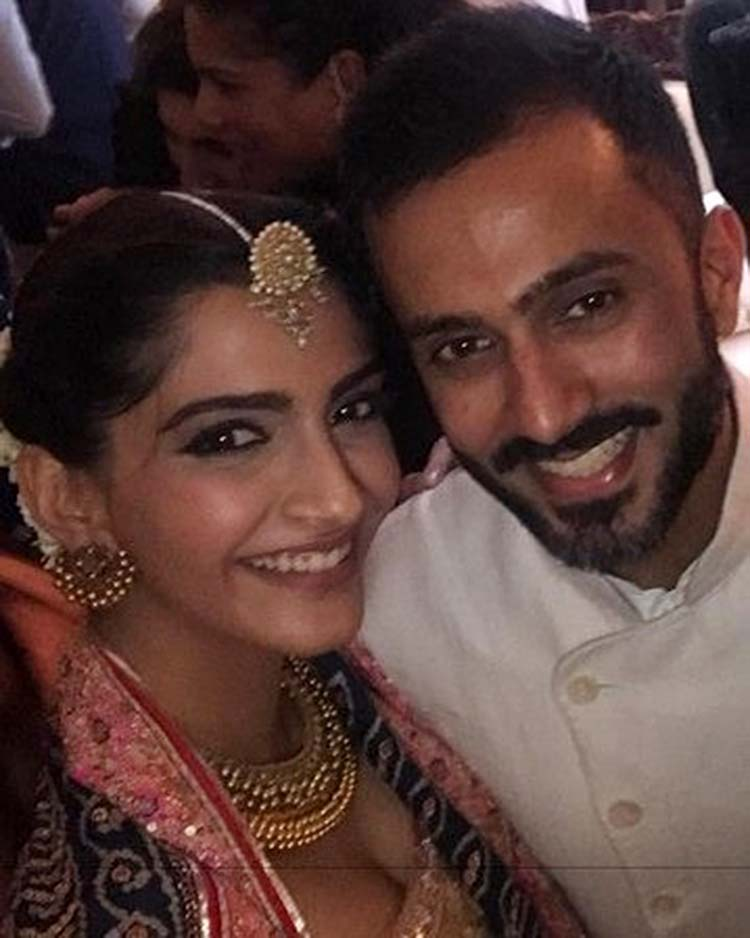Sonam Kapoor and Anand Ahuja look really beautiful in this pic