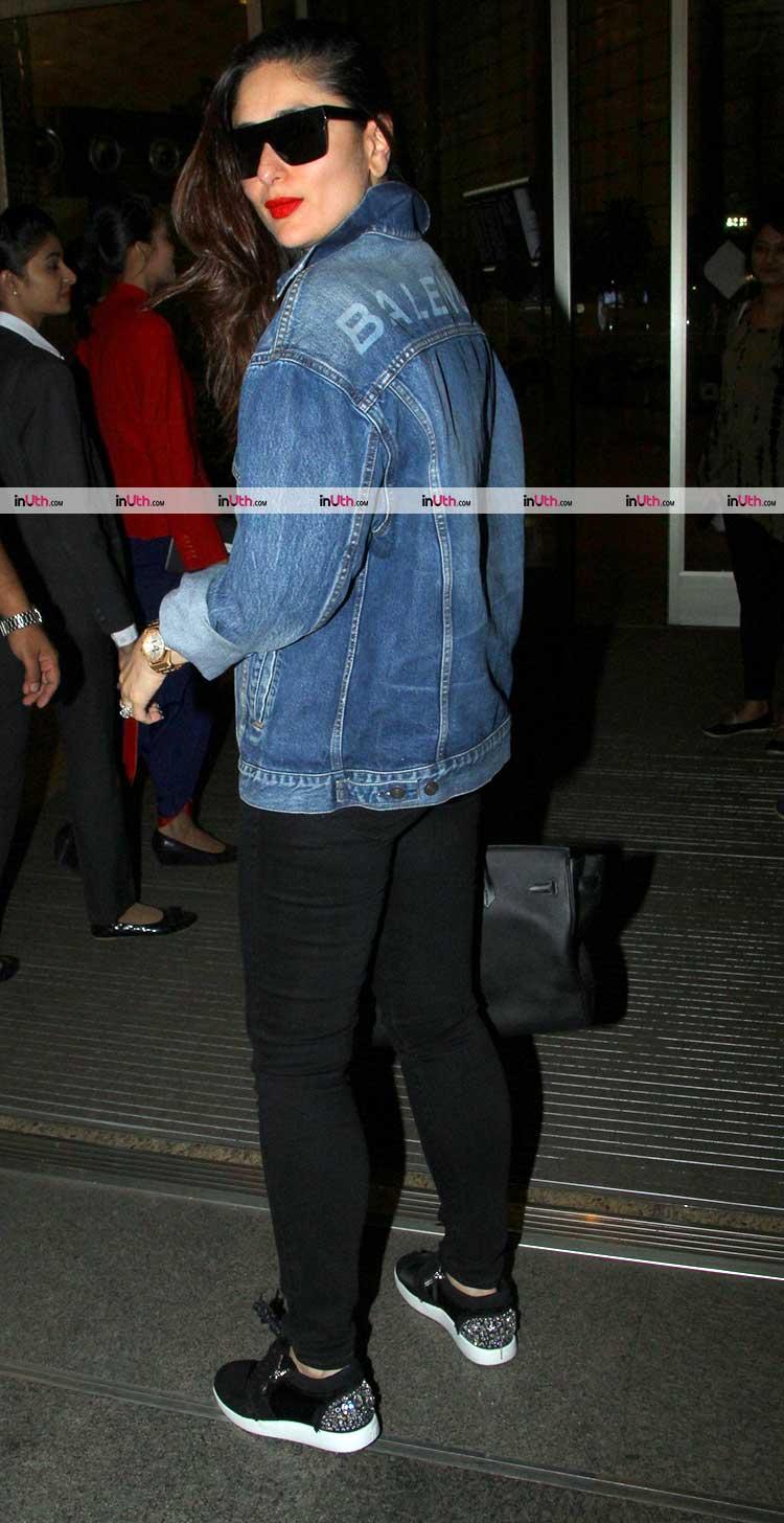 Kareena Kapoor posing for the shutterbugs at Mumbai airport