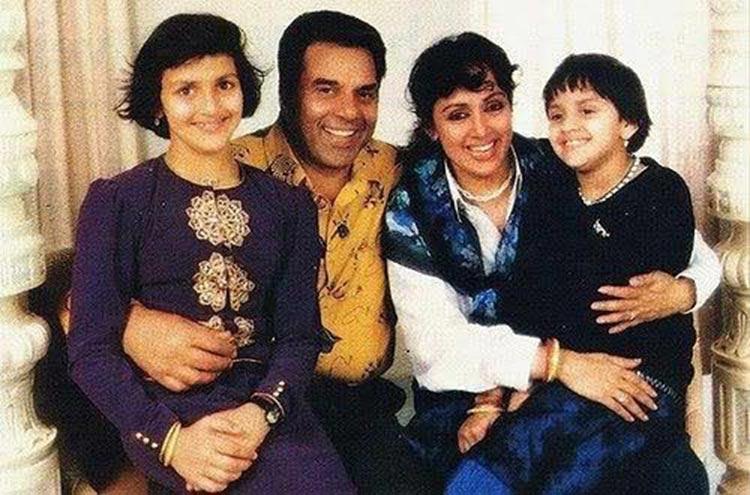Hema Malini's throwback photo with her family