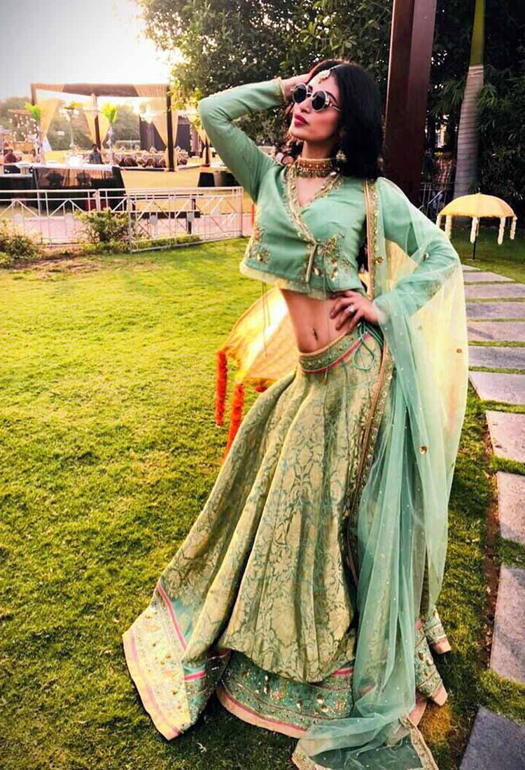 Mouni Roy all decked up for Aashka Goradia's Mehendi ceremony
