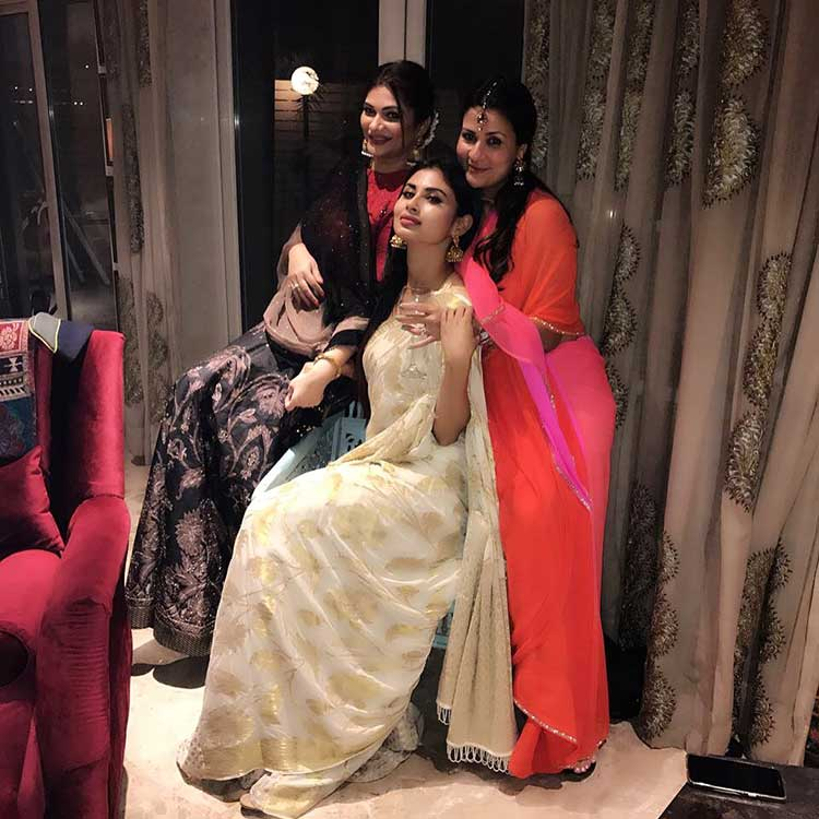 Mouni Roy's gorgeous pic with her friends from the Diwali party