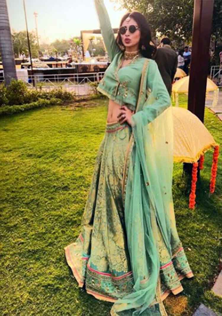 Mouni Roy is high on hotness in this pic from Aashka Goradia's wedding functions