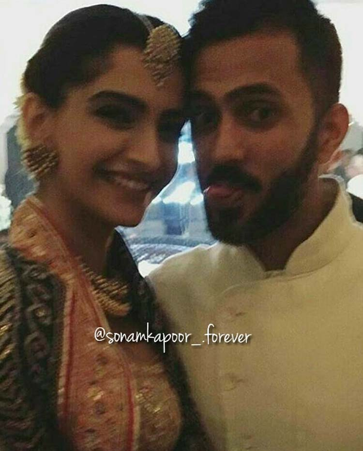 Sonam Kapoor and Anand Ahuja look too cute in this pic from Diwali night