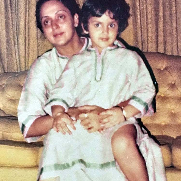 Hema Malini's throwback pic with her daughter