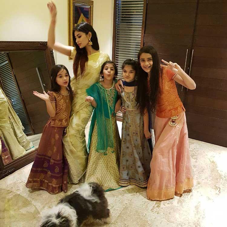 Mouni Roy dancing with little girls on Diwali