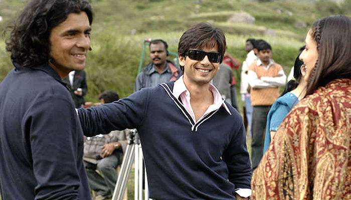 Imtiaz Ali, Shahid Kapoor, and Kareena Kapoor during the shoot of Jab We Met
