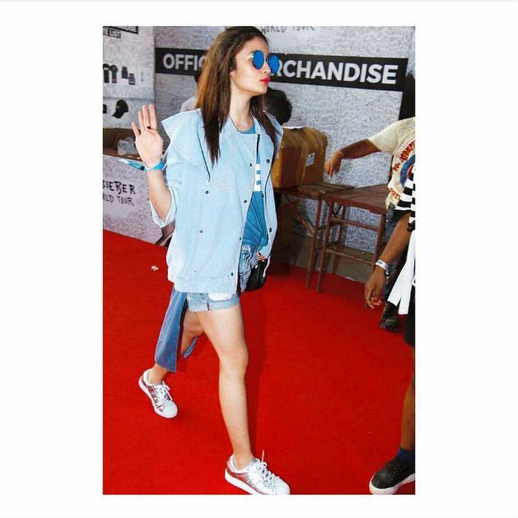 Alia Bhatt flaunting Sonam Kapoor's brand Rheson's outfit