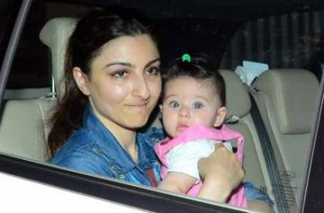 Soha Ali Khan and Kunal Khemu with daughter Inaaya photo