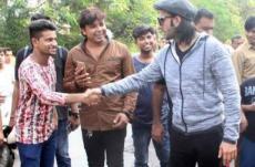 Ranveer Singh meets his fans in Bandra