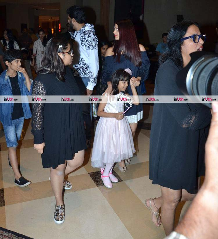 Aaradhya Bachchan with her mother Aishwarya Rai
