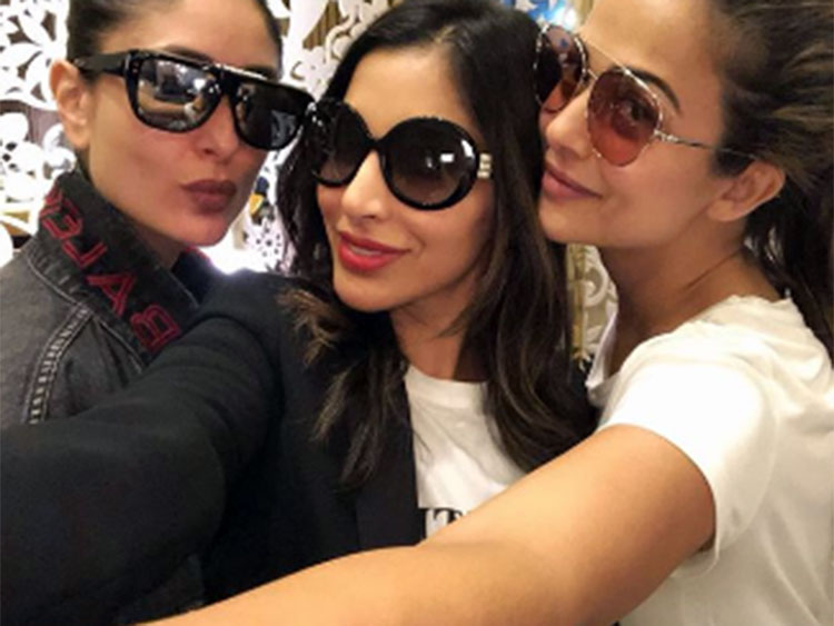 Kareena Kapoor with Sophie Choudry and Amrita Arora