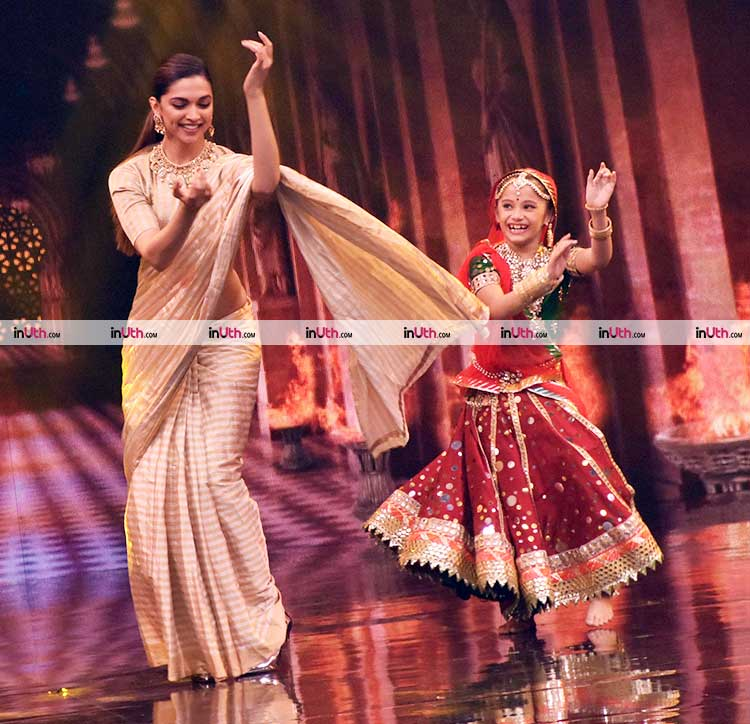 Deepika Padukone on the stage of Super Dancer 2 for Padmavati promotions