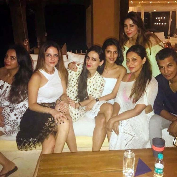 Gauri Khan with her girl at Shah Rukh Khan's birthday party