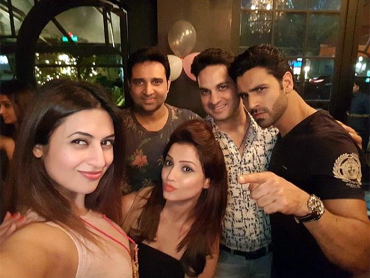 Divyanka Tripathi's cool selfie with Adaa Khan and Vivek Dahiya