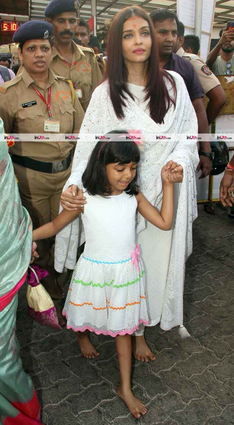 Aishwarya and Aaradhya Bachchan at Siddhivinayak temple