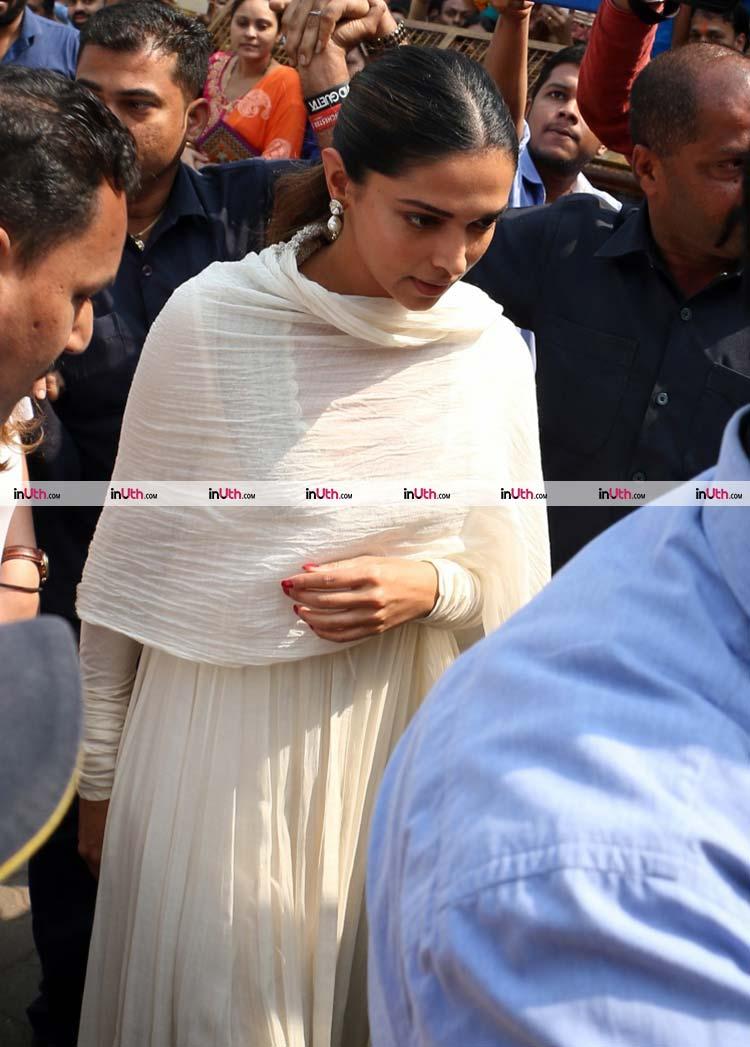 Deepika Padukone spotted at Siddhivinayak Temple on January 23, 2018