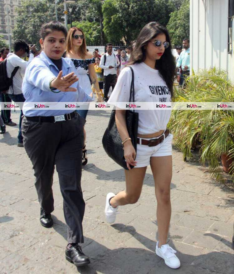 Suhana and Sussanne Khan at Gateway of India while leaving for Alibaug