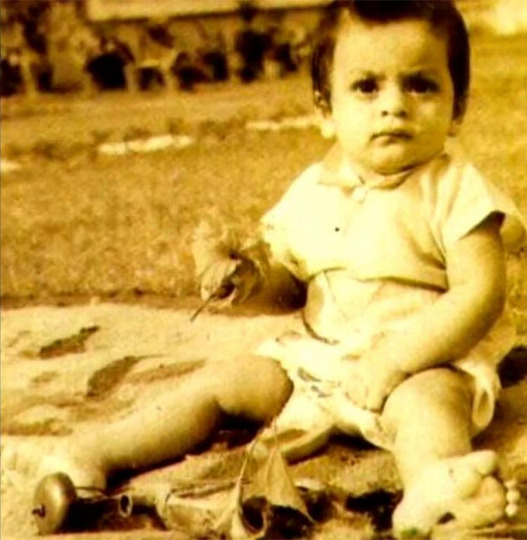 The grumpy little Shah Rukh Khan will make you smile instantly