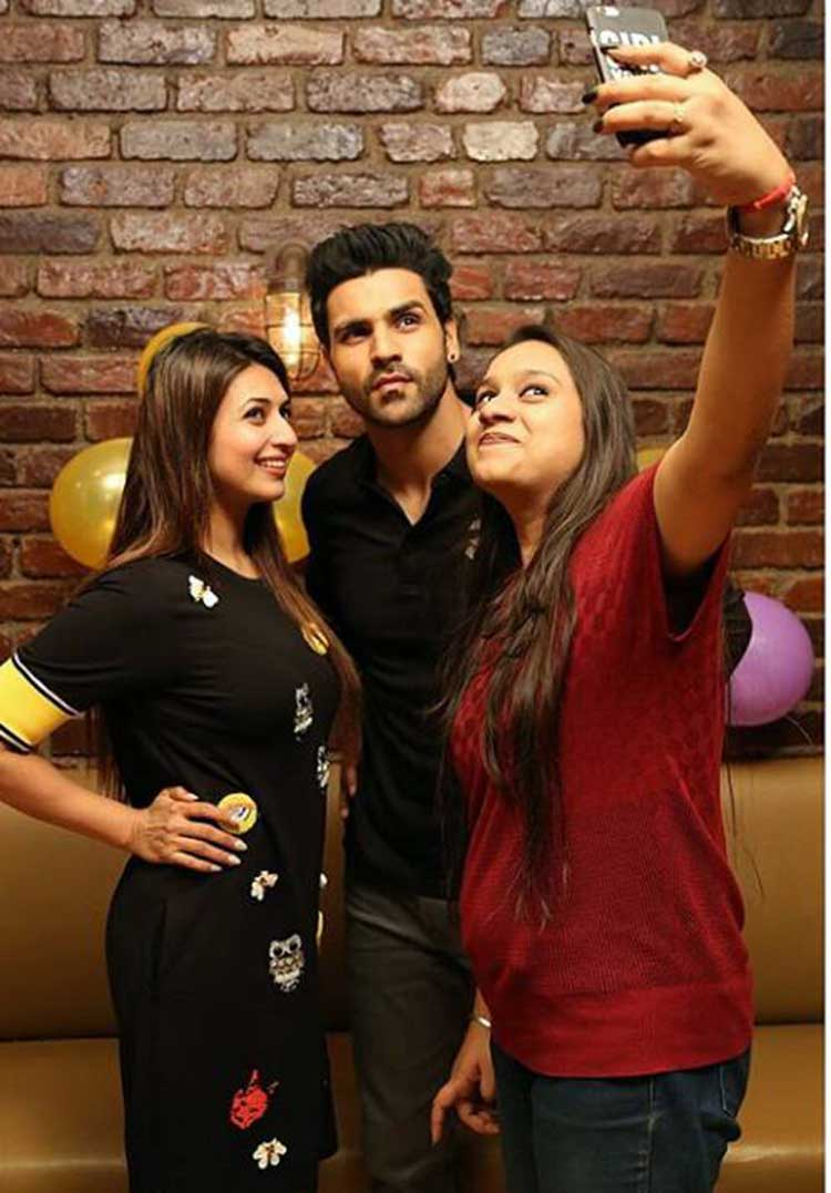 Vivek Dahiya and Divyanka Tripathi with a friend